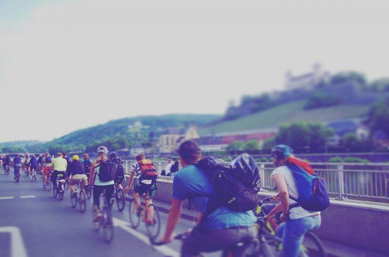Fahrrad-Sternfahrt: Radfahrer am Mainkai in Würzburg - Fotograf: Oliver Zientarski